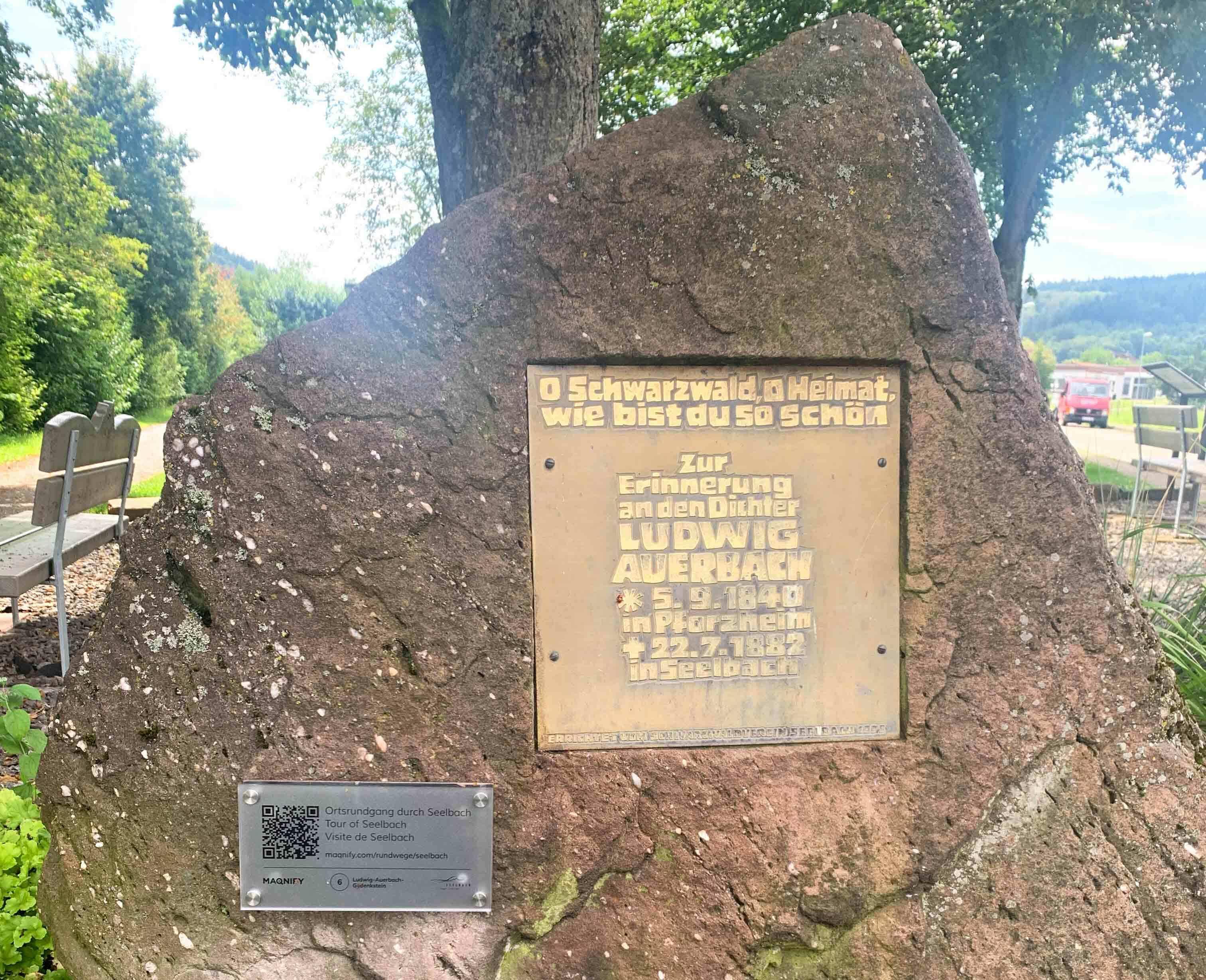 Ludwig-Auerbach-Gedenkstein mit QR-Code Tafel
